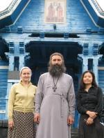 Батюшка, матушка и Ника (православная китаянка)